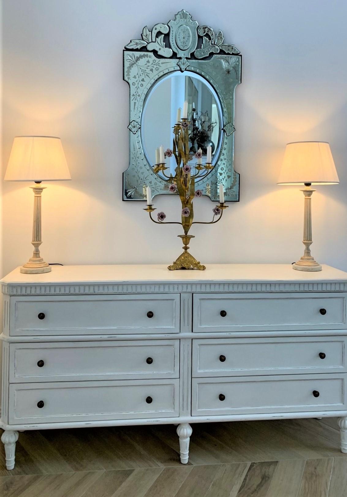 cassettone doppio e specchio veneziano