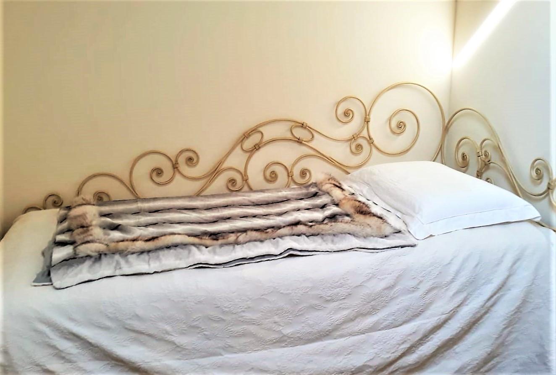 letto in ferro battuto da parete